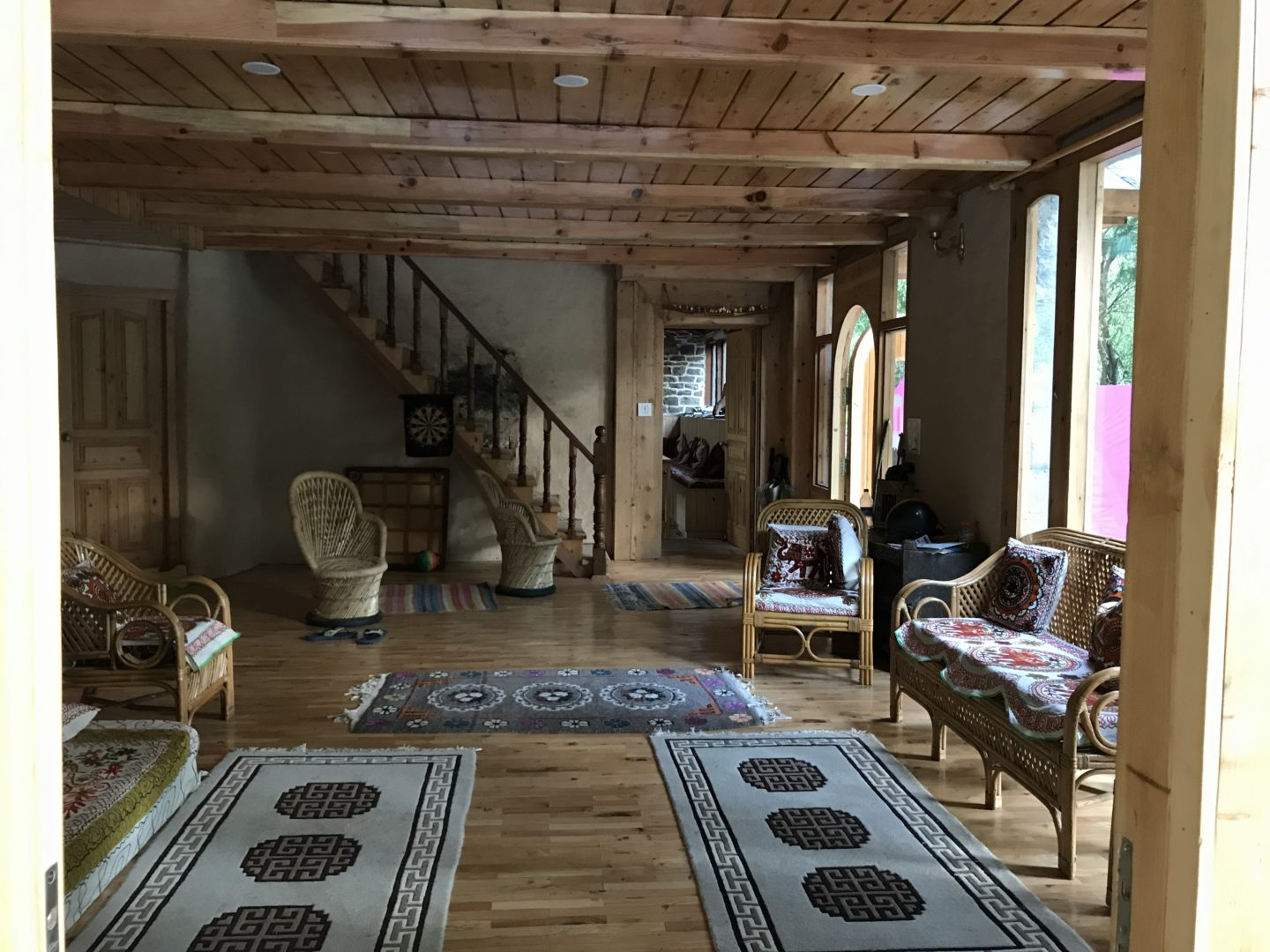 airbnb in tirthan valley